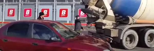 07.04.2017 Мужчина залил бетоном салон машины собственной жены
